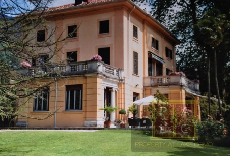 historical colonic waterfront villa for rent lake Como