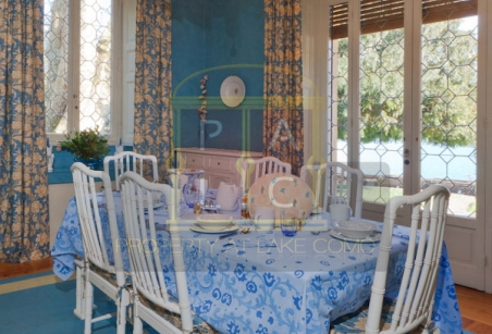 breakfast room on lake Como waterfront villa for rent