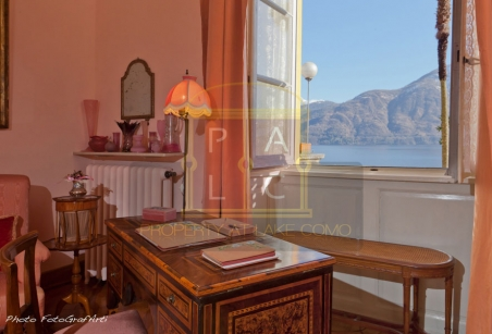 detail masterbedroom with lake view and wide terrace in waterfront villa i Platani Lake Como