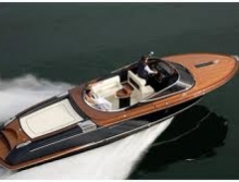 Luxury Boat Rentals in Lake Como