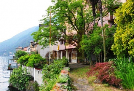 park on the water private historical villa for sale